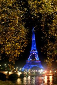 Turnul_Eiffel_noaptea